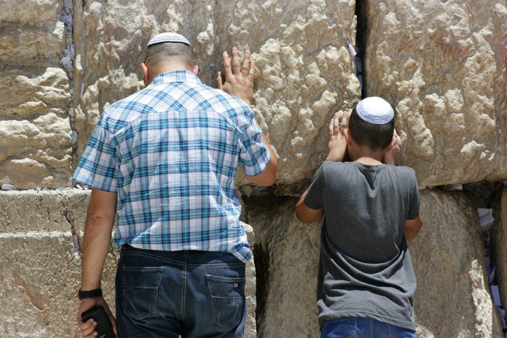 איך מלמדים ילדים על מסורת ביהדות?